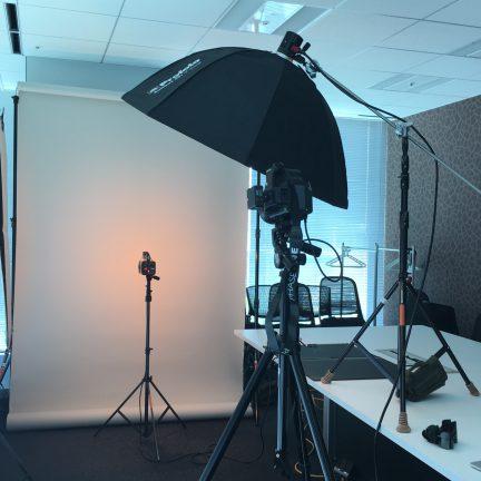 【出張撮影】役員ビジネスプロフィール写真撮影ライティング